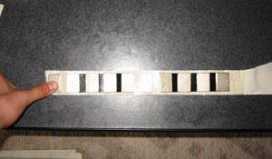 金具に磁石をつけて、それを耐熱テープにつけます。